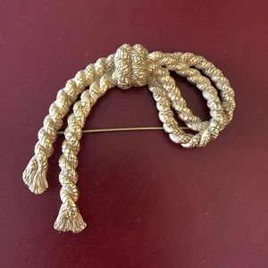 Erwin Pearl vintage gold tone nautical rope pin